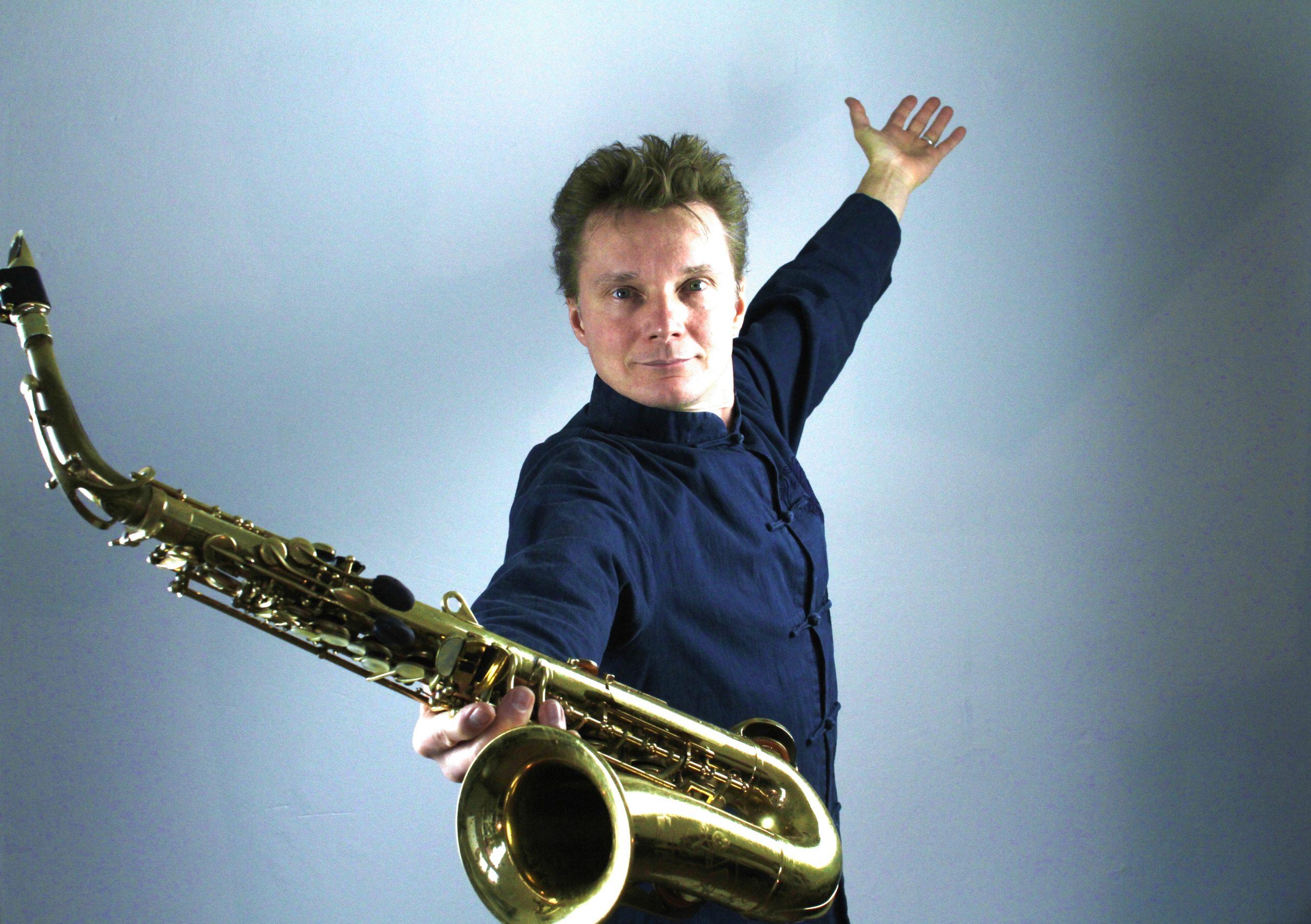 Pressefoto Mat Clasen Saxophon Solo Show